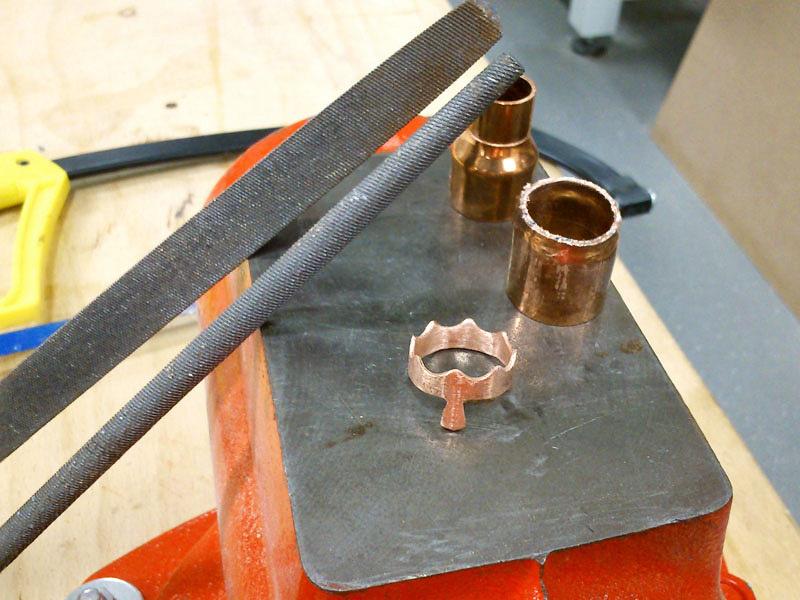 Králova koruna je zkousku měděné instalatérské trubky. Použil jsem pilku nakov apilníky.